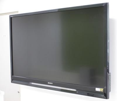 待合室には大画面液晶テレビ